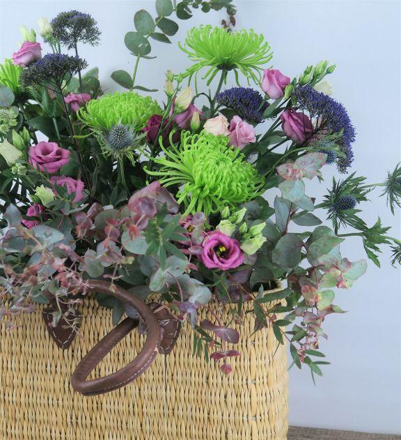 Capazo con ramo de flor variado