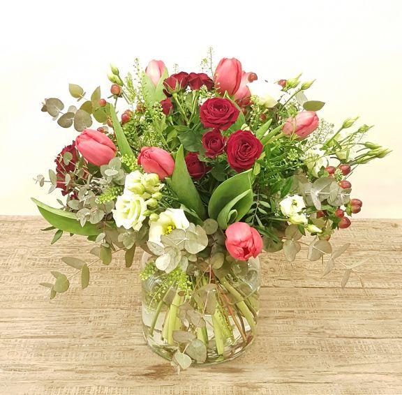 Ramo variado con  tulipanes